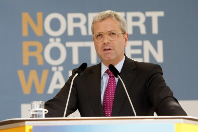 Норберт Рьотген е първият кандидат за лидер на партията на Меркел