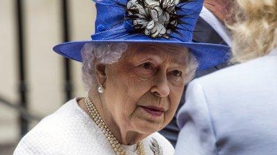 Нов кралски развод съкруши Елизабет II