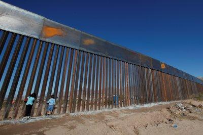 Готови са още 200 км от стената между САЩ с Мексико