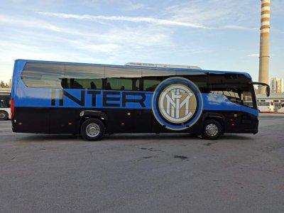 Първо в Lupa.bg: Интер показа как се прави - брандира си автобус за часове! (СНИМКИ)