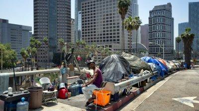 Калифорния дава близо 300 сгради на бездомници