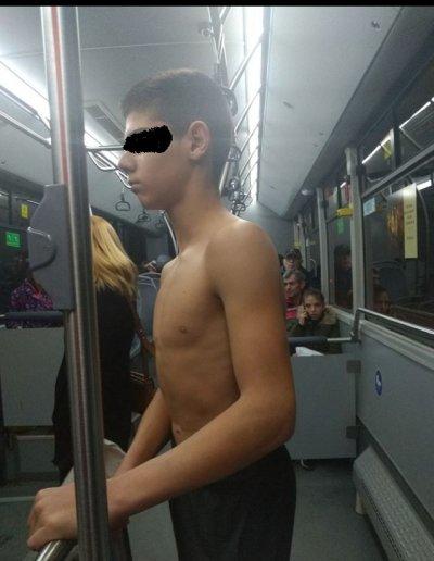 Гнусна гавра: Съблякоха дете в автобус в центъра на София