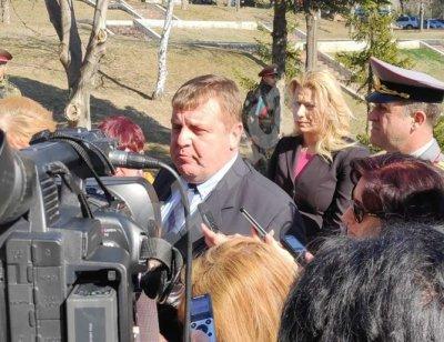 Каракачанов към Гешев: Акъл и съвети давам само на дъщеря ми