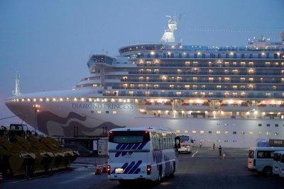 САЩ и Австралия започнаха да евакуират свои граждани от круизния кораб с коронавирус