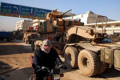 Турция изпрати в Идлиб още 150 БТР-а