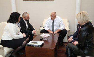 Борисов раздава пари за тютюна