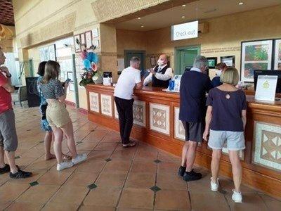 Пускат българите, блокирани в хотел в Тенерифе