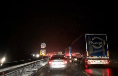 """Само в Lupa.bg: Магистрала? Пързалка """"Хемус"""" е блокирана (СНИМКИ)"""