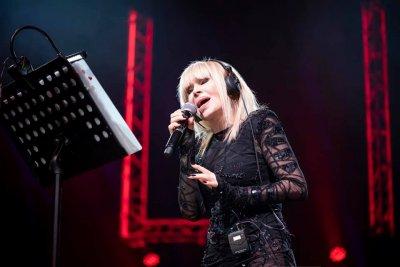 Лили Иванова пръсна 160 бона за авторски права
