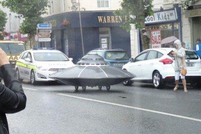 НЛО се разходи по улиците на Ирландия