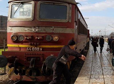 Спряха поръчка за 40 нови пътнически вагона