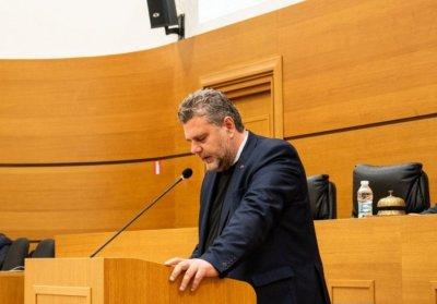Ексшеф на Басейнова дирекция: Арестуваният общинар от ВМРО ми искаше по 10 бона на месец