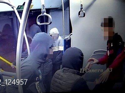 3-ма от нападателите на момчето в рейса са в Педагогическата стая