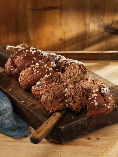 Великден с Lupa.bg: Шоколадов козунак с лешници