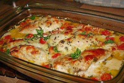 Пиле с чери домати и три сирена