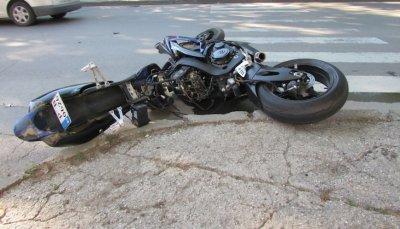 Моторист е пострадал при пътен инцидент в Разград
