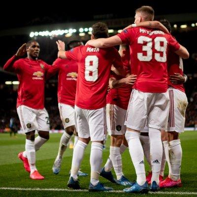 Манчестър Юнайтед побутна Ливърпул към титлата