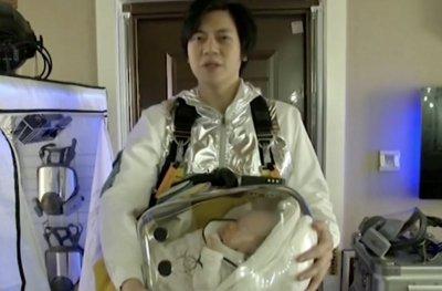 Баща изобрети предпазна капсула за бебе