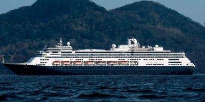 """Свалиха над 400 пътници от """"Заандам"""" заради заразени на борда"""