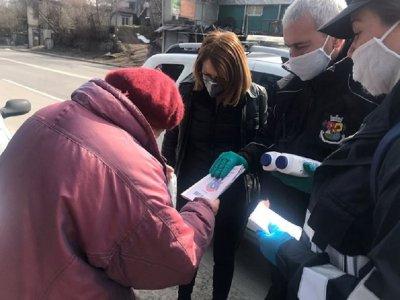 Фандъкова разнася храна и лекарства по домовете (СНИМКИ)