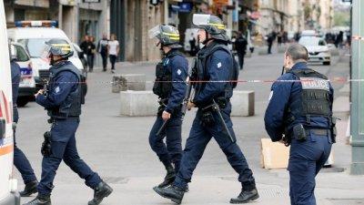 Два трупа и 7 ранени на опашка за хляб във Франция