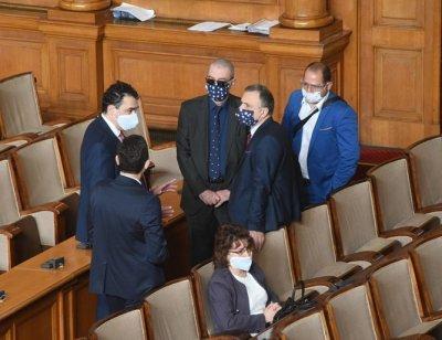 Депутатите го удариха на лични нападки в дебата за по-малки заплати