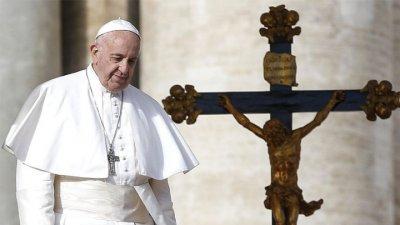"""Папата отслужи меса за Цветница в пустата катедрала """"Свети Петър"""""""