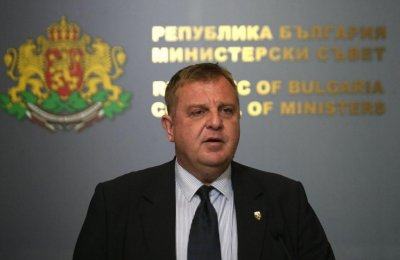 Каркачанов: Нинова, армията не е бира-скара!