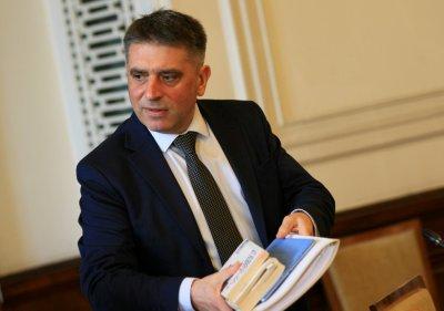 Кирилов свика ВСС за случайното разпределение на дела