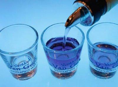 16 издъхнаха от фалшив алкохол, пазили се от вируса