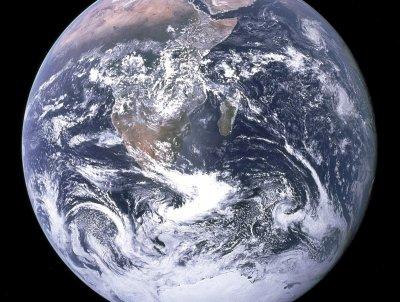 Учени: Изолацията променя движението на Земята