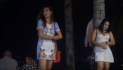 Гладът изкара проститутките в Тайланд навън