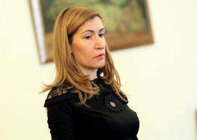 Ангелкова: При фалит на туроператори, пари се връщат по съдебен път