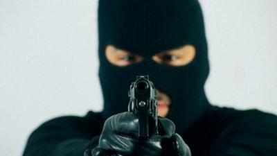 Извършител на 7 грабежа поиска да се върне при 4-те си деца