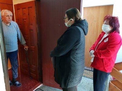 Тимуровци: Заместник-министри раздаваха пакети с храна