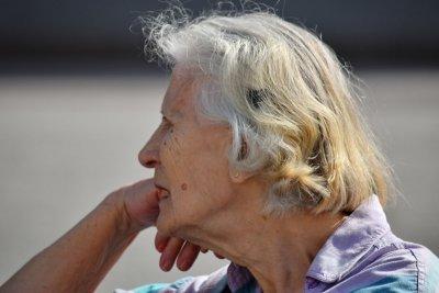 80-годишна баба дари пенсията си на болницата в Исперих