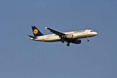 """Авиокомпаниите нямат пари за """"изгорелите"""" билети на клиентите"""