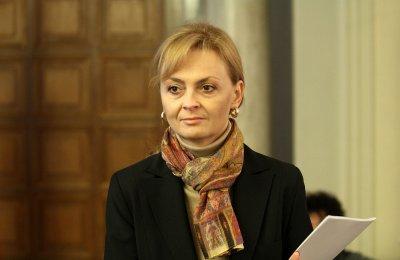 Поли Карастоянова: Най-засегнати са туризмът и авиацията
