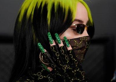 Моден аксесоар или защита: луксозни маски