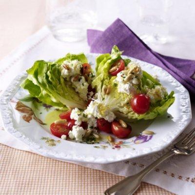 Зелена салата със сирене и домати