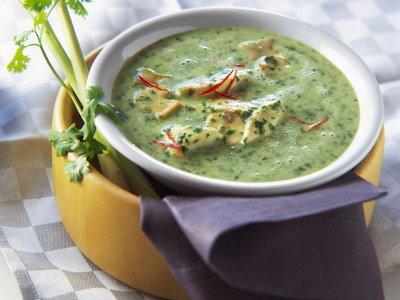 Спаначена крем супа с пиле и гъби
