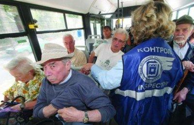 Наглостта няма граници - контрольор преби възрастен пътник (ВИДЕО)
