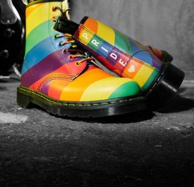 """Гейове и лесбийки във възторг - """"Док Мартенс"""" разби пазарния стереотип"""