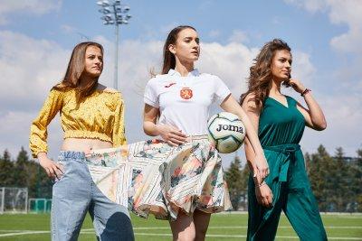 Девойките от националния по футбол блеснаха в цялата си прелест (ГАЛЕРИЯ)