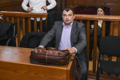 Прокуратурата иска 5 г. затвор за кмета на Септември