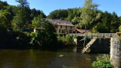 Гости на баварски хотел са открити убити с арбалет