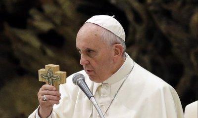Дизайнерът на папата: Дрехите му са евтини и семпли