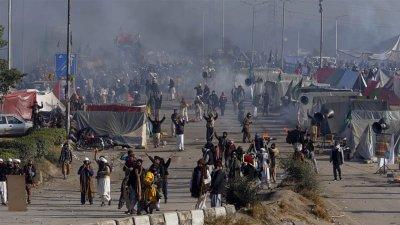 Девет души загинаха при атентат в Пакистан