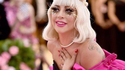 Български дизайнер облича Лейди Гага в новия й клип