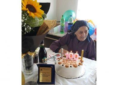 Баба Яна чукна 100 години с козе сирене